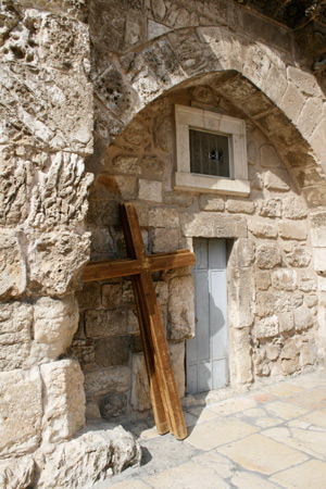 A cross along the Via Dolorosa (Way of Suffering) in the Old City of Jerusalem, Israel. Photo by T. Keener.